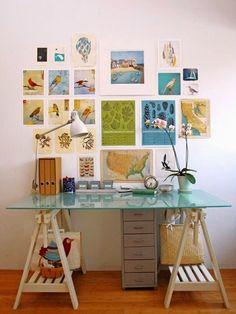Mesa de cavalete em seu espaço de trabalho