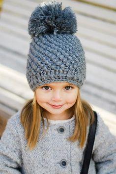 Детская шапочка спицами. Вязаная шапочка для девочки спицами