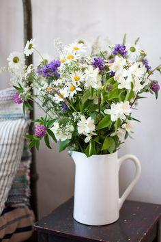 A home is not complete without fresh flowers Flower Bouqet, Beautiful Bouquet Of Flowers, Fresh Flowers, Flower Vases, Flower Arrangements, Beautiful Flowers, Flower Decorations, Wedding Decorations, Scandinavian Garden