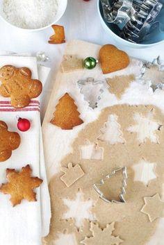 Karácsonyi mézeskalács (gingerbread cookies) Christmas Tree Cookies, Gingerbread Cookies, Hungarian Recipes, Iced Cookies, Holiday Treats, Soul Food, Nutella, Cookie Recipes, Food Photography