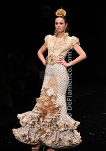 I want to wear it and dance in it! Spanish Dancer, Flamenco Dancers, Spanish Style, Fashion Art, Style Inspiration, Formal Dresses, Elegant, My Style, How To Wear