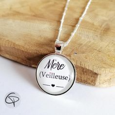 pendentif mère veilleuse fond blanc cadeau fête des mères #maman #fetedesmeres #fêtedesmamans #bijouxcreateur Pendant Necklace, Jewelry, Mom Presents, First Mothers Day Gifts, Handmade Gifts, Gift Ideas, Jewlery, Bijoux, Jewerly