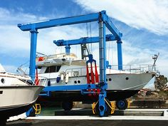25 ton travel lift is a portable traveling boat hoist, it can used for lifting and moving boats efficiently and safely. Boat Hoist, Cheap Boats, Crane Lift, Small Yachts, Crane Design, Remote Control Boat, Gantry Crane, Electric Boat, Wood Boats