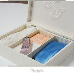 Caixa linda para a noivinha Juliana presentear seus padrinhos! #caixasfepadrinhos #caixaspersonalizadas ##caixascasamento #caixaspersonalizadas
