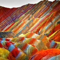 These stunning official images of China's Rainbow Mountains show rock formations that actually exist right here on Earth. These colorful mountains are part of the Zhangye Danxia Landform Geological Park in Gansu, China Rainbow Mountains China, Colorful Mountains, Zhangye Danxia Landform, Formations Rocheuses, Guilin, Natural Phenomena, Natural Wonders, Amazing Nature, Wonders Of The World