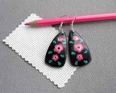 Boucles d'oreilles noires à 3 fleurs roses broderie