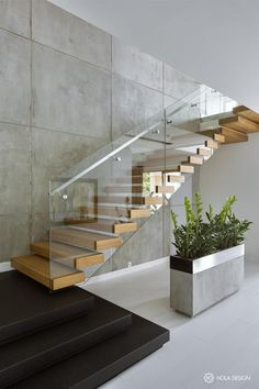 Hol w industrialnym stylu - Inspiracja - HomeSquare Staircase Design Modern, Home Stairs Design, Staircase Railings, Interior Stairs, House Design, Staircase Ideas, Stair Treads, Contemporary Stairs, Glass Stairs Design