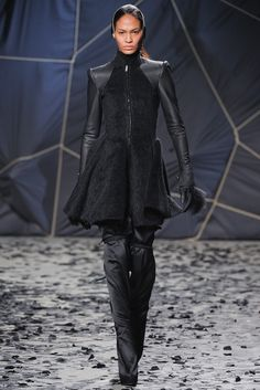 Gareth Pugh   Fall 2012 Ready-to-Wear Collection   Style.com
