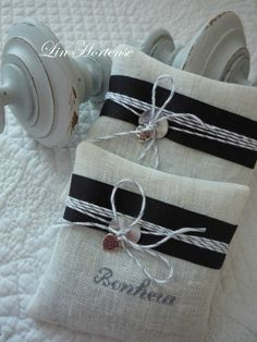 sachet senteur... Lavender Bags, Lavender Sachets, Small Cushions, Pin Cushions, Sewing Crafts, Sewing Projects, Sachet Bags, Coin Couture, Bowl Fillers