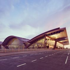 A Road To Aviation: Qatar Airways will officially move to Hamad Intern. Organic Architecture, Futuristic Architecture, Concept Architecture, Architecture Design, Roof Design, Facade Design, Hamad International Airport, House Plan With Loft, Airport Design