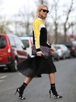 How To Dress Like A French Girl #refinery29  http://www.refinery29.com/63682#slide-3  Black and white and right all over! When going monochromatic, try mixing prints — and varying volume!