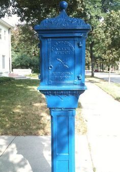 """London wasn't the only city with their """"signature"""" blue police call boxes. We had them in Milwaukee as well (though a bit smaller). Milwaukee City, Milwaukee Wisconsin, Fox Point, Lights And Sirens, West Allis, Ice Bowl, Police Call, Simple Life Hacks, The Good Old Days"""