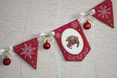 "Photo from album ""Ёлочные игрушки"" on Yandex. Christmas Banners, Christmas Cross, Diy Christmas Ornaments, Christmas Holidays, Merry Christmas, Diy And Crafts, Arts And Crafts, Xmas Cross Stitch, Crochet Cross"