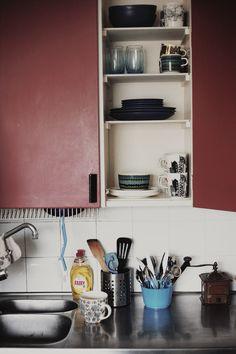Marimekkoa sekoitettuna muuhun astiastoon. © Niina Pietarinen