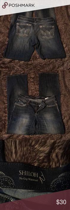 Women's Wrangler jeans 9/10 x 34 9/10 x 34 very comfortable for horseback riding as they have stretch if needed. Very comfortable only worn twice! They are the style Shiloh. No stains or signs of wear! Wrangler Jeans Boot Cut