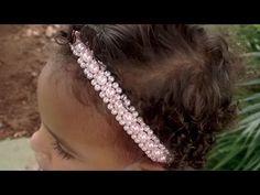 Arco com meia perólas e strass Diy Lace Ribbon Flowers, Ribbon Hair Bows, Bead Loom Patterns, Beading Patterns, Hair Jewelry, Beaded Jewelry, Headband Tutorial, Hair Decorations, Hair Beads