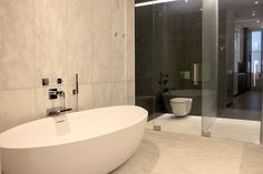 This mesmerizing bathroom has glass walls that frost over with the flip of a switch Contemporary Interior Design, Home, Glass Wall, House Design, Smart Glass, Apartment Interior Design, Modern, Interior Design, Privacy Glass