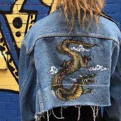 Discover recipes, home ideas, style inspiration and other ideas to try. Dark Denim Jacket, Painted Denim Jacket, Painted Jeans, Cropped Denim Jacket, Painted Clothes, Handmade Clothes, Custom Clothes, Custom Denim Jackets, Denim Art