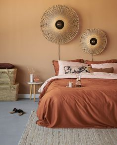 We love how styled our Minte Leather Brown duvet cover set in a cosy natural way. Perfect with that rainy autumn. Orange Bedroom Walls, Burnt Orange Bedroom, Bedroom Colors, Home Bedroom, Bedroom Decor, Estilo Interior, Orange Interior, New Room, Living Room Decor