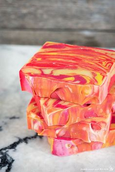 DIY Soap Recipes - Citrus Summer Punch Swirl Soap - Melt and Pour, Homemade Recipe Without Lye - Natural Soap crafts for Kids - Shea Butter, Essential Oils, Easy Ides With 3 Ingredients - soap recipes with step by step tutorials Soap Making Recipes, Homemade Soap Recipes, Homemade Soap For Kids, Fudge Recipes, Honey Soap, Shea Butter Soap, Coconut Soap, Diy Soap Easy, Summer Punch