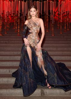 2018 Met Gala Red Carpet Photos: Rihanna, Shawn Mendes, Migos & More : Met Gala 2018 Red Carpet Photos: Gigi Hadid Couture Mode, Style Couture, Couture Fashion, Style Gigi Hadid, Gigi Hadid Outfits, Gala Gowns, Gala Dresses, Beautiful Dresses, Nice Dresses