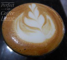 Bom dia pessoas! Já tomaram seus cafés hoje? Um espresso com leite pela manhã ajuda a dar aquela energia para enfrentar o dia pela frente e já contribui com a dose diária de cálcio 👍💪  #perfectcupch #coffee #cafe #espresso #latteart #flatwhite #wholebeans #cafesdobrasil #shot #nofilter