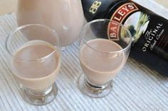 Baileys fatto in casa Cocktail Drinks, Cocktails, Pocket Coffee, Long Drink, Beautiful Fruits, Milk Cookies, Cooking Chef, Healthy Drinks, Glass Of Milk