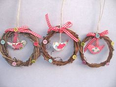 GISELA GRAHAM EASTER BIRD IN TWIG MINI WREATH WITH GINGHAM BOW DECORATION