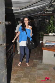 Shraddha Kapoor snapped post dinner with Tejaswini and her Husband