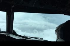 В Facebook опубликовали видео из кабины самолете с ураганом «Мэтью» (ВИДЕО)