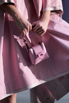 Best Handbags, Mini Handbags, Fashion Bags, Fashion Accessories, Milan Fashion, Runway Fashion, Dior Ring, Best Purses, Green Purse