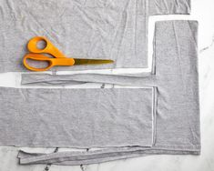 How to cut out a no-sew mask from a t-shirt