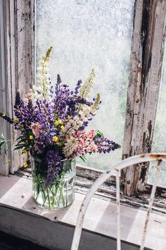 Midsummer Gathering in a Greenhouse with a Potato-Peas-Salad and a delicious Honey-Mustard-Dressing - Our Food Stories Dried Flower Bouquet, Dried Flowers, Lilac Bouquet, Flower Bouquets, Flower Vases, My Flower, Beautiful Flowers, Flower Aesthetic, Planting Flowers