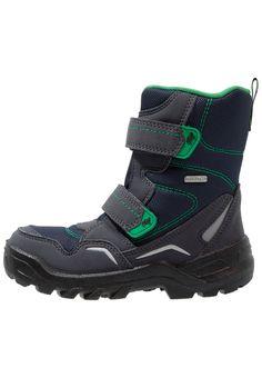 ¡Consigue este tipo de botas básicas de Lurchi ahora! Haz clic para ver los detalles. Envíos gratis a toda España. Lurchi KENNYSYMPATEX Botas para la nieve atlantic green: Lurchi KENNYSYMPATEX Botas para la nieve atlantic green Zapatos     Material exterior: piel de imitación/tela, Material interior: tela, Suela: fibra sintética, Plantilla: tela   Zapatos ¡Haz tu pedido   y disfruta de gastos de enví-o gratuitos! (botas básicas, basic, basico, basica, básico, basicos, casual, clasic...