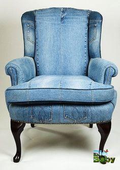 Si tienes jeans rotos, ¡no los tires! Úsalos para forrar algún mueble o cojín.