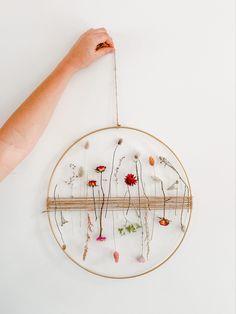 Diy Crafts To Do, Diy Arts And Crafts, Diy Craft Projects, Deco Floral, Arte Floral, Fleur Design, Deco Nature, Pressed Flower Art, Christmas Ornament Crafts