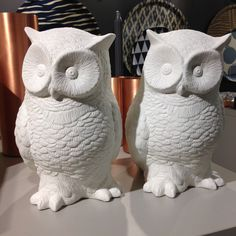 Nyhet på R.O.O.M. Fin uggla i keramik, höjd 26cm, 299kr. #butikenroom #uggla #owl