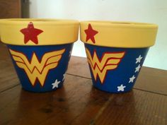 wonder woman flower pots--what kind of plant grows in these pots? Baby's breath or gladiolus. Wonder Woman Birthday, Wonder Woman Party, Birthday Woman, 5th Birthday, Flower Pot Crafts, Clay Pot Crafts, Anniversaire Wonder Woman, Girl Superhero Party, Painted Flower Pots