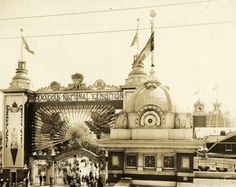 Historic photo from 1920 - Dufferin St. Gate in full glory with fan and ornaments in CNE. ... The original Dufferin Gate was once the main entrance to the CNE. This grand gate was torn down to make way for the Gardiner Expressway.