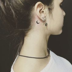 Tattoo small with meaning tatoo 43 ideas for 2019 Small Moon Tattoos, Tiny Tattoos For Girls, Fake Tattoos, Tattoos For Women Small, Trendy Tattoos, Half Moon Tattoo, Body Art Tattoos, New Tattoos, Tatoos
