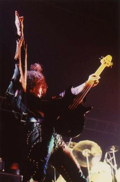 Vintage Kiss, Kiss Pictures, Love Gun, Kiss Band, Gene Simmons, Live Rock, Rock N Roll, Bands, Paul Stanley