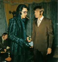 Sideburns and besoke suits, Tiparillo's ! Elvis Presley and Glen Campbell hang out in Las Vegas 1970.