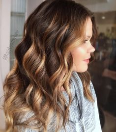 13 Incredible Balayage Dark Brown Hair Colors to Steal Brown Hair With Highlights, Hair Color Highlights, Hair Color Balayage, Caramel Highlights, Pretty Hair Color, Hair Color Pink, Brown Hair Colors, Brown Hair Shades, Light Brown Hair