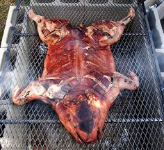 A Beginner's Guide To Roasting A Whole Pig. Great instructions on how to build the cooker, to pig size, and preparation. Bbq Meat, Bbq Grill, Pit Bbq, Bbq Pork, Carne Asada, Smoker Recipes, Pork Recipes, Pig Roast Party, Pig Party
