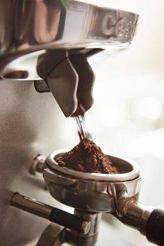 #caffè appena macinato pronto per l'erogazione. #espresso