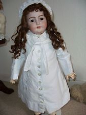Antiker Französischer Puppen Kindermantel und Haube