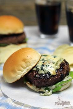 Hamburger, Food And Drink, Meat, Ethnic Recipes, Portuguese, Brazil, Bagel Sandwich, Delicious Sandwiches, Gourmet Hamburgers