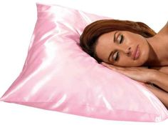 The satin pillowcase by is an essential for having healthy hair. Sleeping on satin guarantees you won't have pulling and discomfort like sl. Curly Hair Tips, Curly Hair Styles, Natural Hair Care, Natural Hair Styles, Satin Pillowcase, Grow Long Hair, Wrinkled Skin, Tips Belleza, Curly Girl