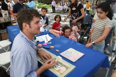 Mo Willems signing