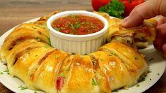 Valmispizzapohjasta syntyy näyttävä herkku, joka sopii illanistujaisiin tai vaikka arkilounaaksi.